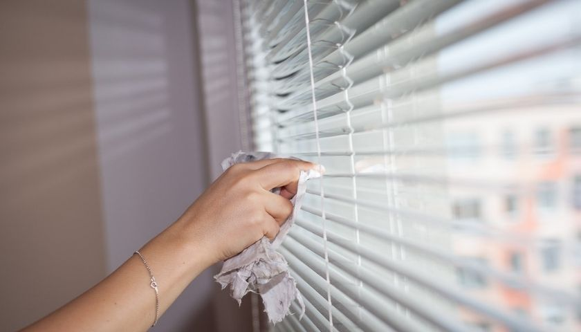 clean blinds without taking them down